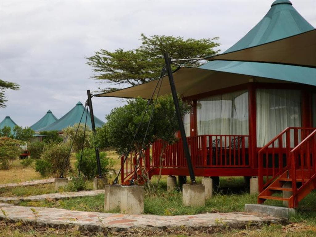 Mid Range Lodge at Masai Mara National Reserve