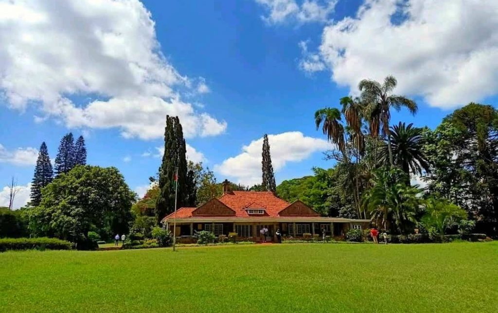 One of the places you can have dates in Nairobi - Giraffe Centre.