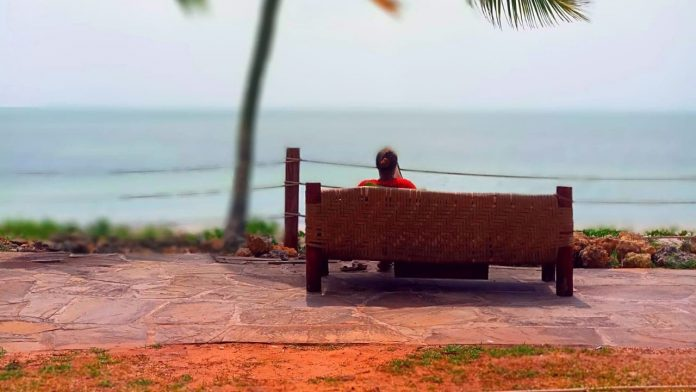 How to travel alone without being lonely
