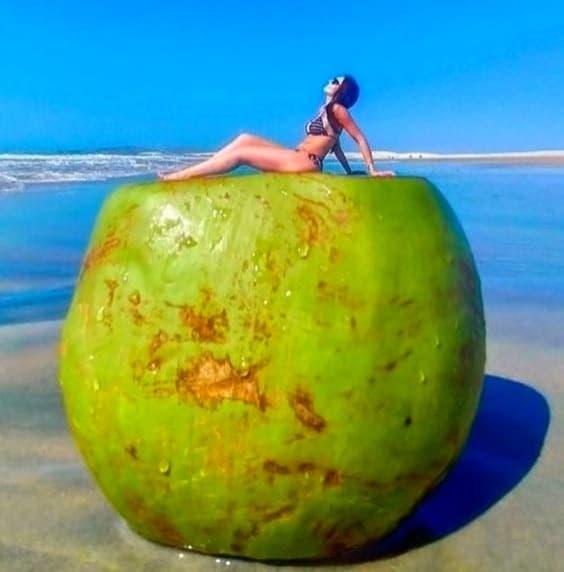 Beach Photo Poses - Creating Illusion- Image Pinterest
