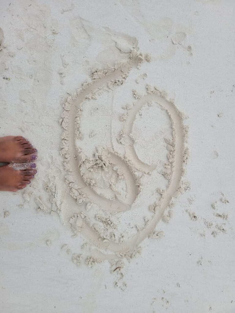 Beach Photo Poses - Toe Writing