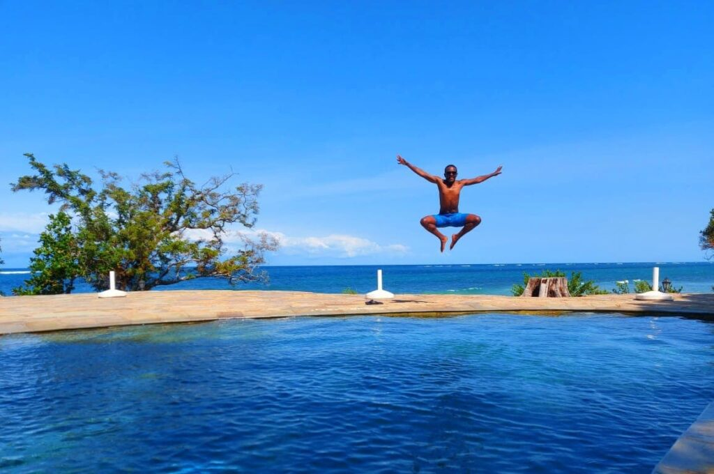 Incredible Shot a leap between a pool and the Sea - Image Mr Muiruri